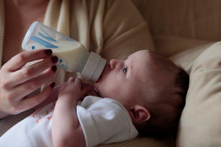 Aquele primeiro biberão de leite adaptado ao nascimento....